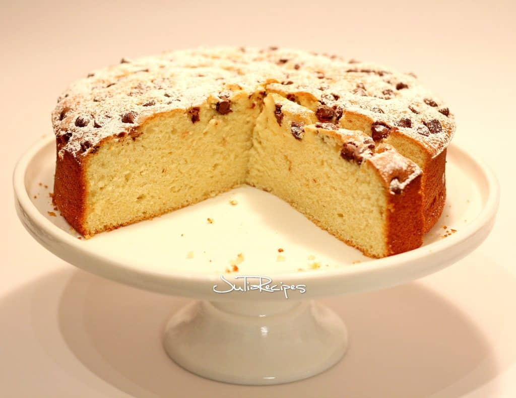 cake with lemon flavour on cake stand