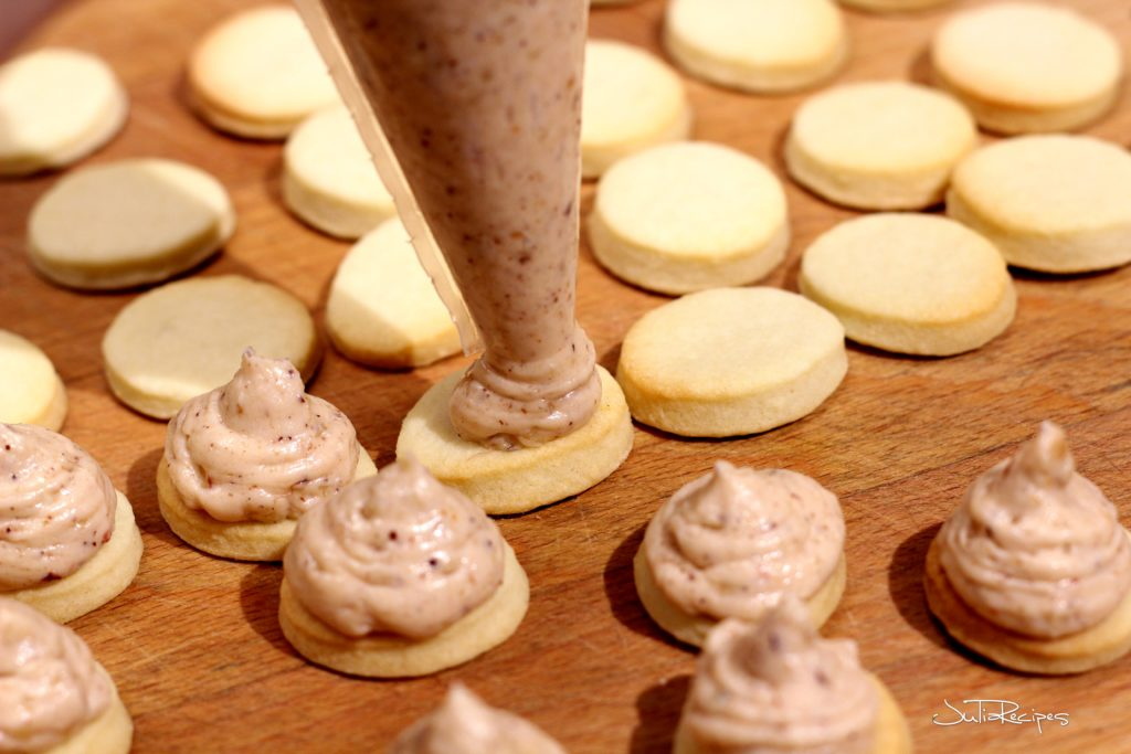 piping buttercream on cookies