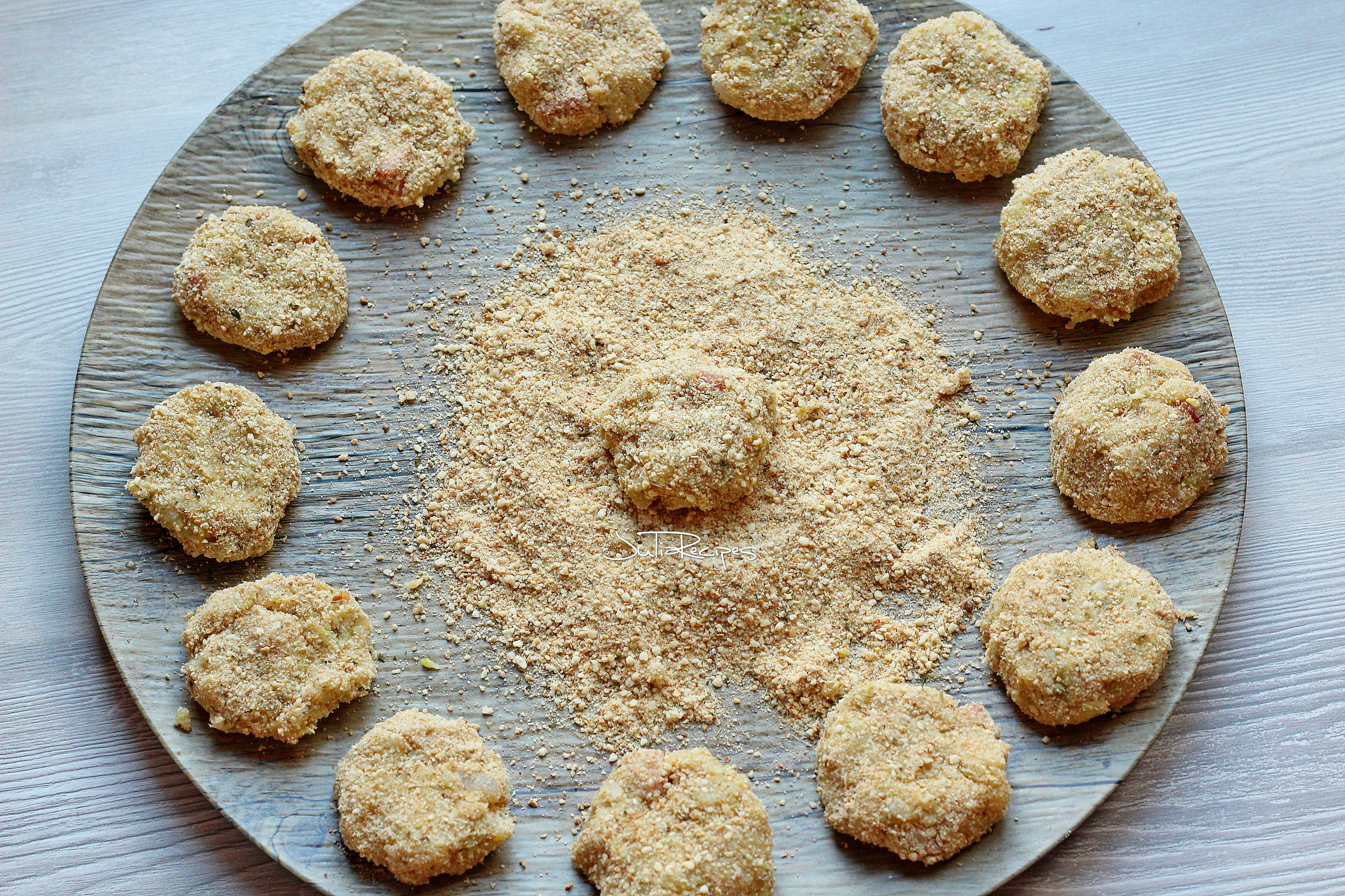 round fritters in breadcrumb