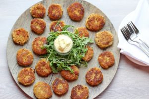 Cauliflower fritters with curry sauce
