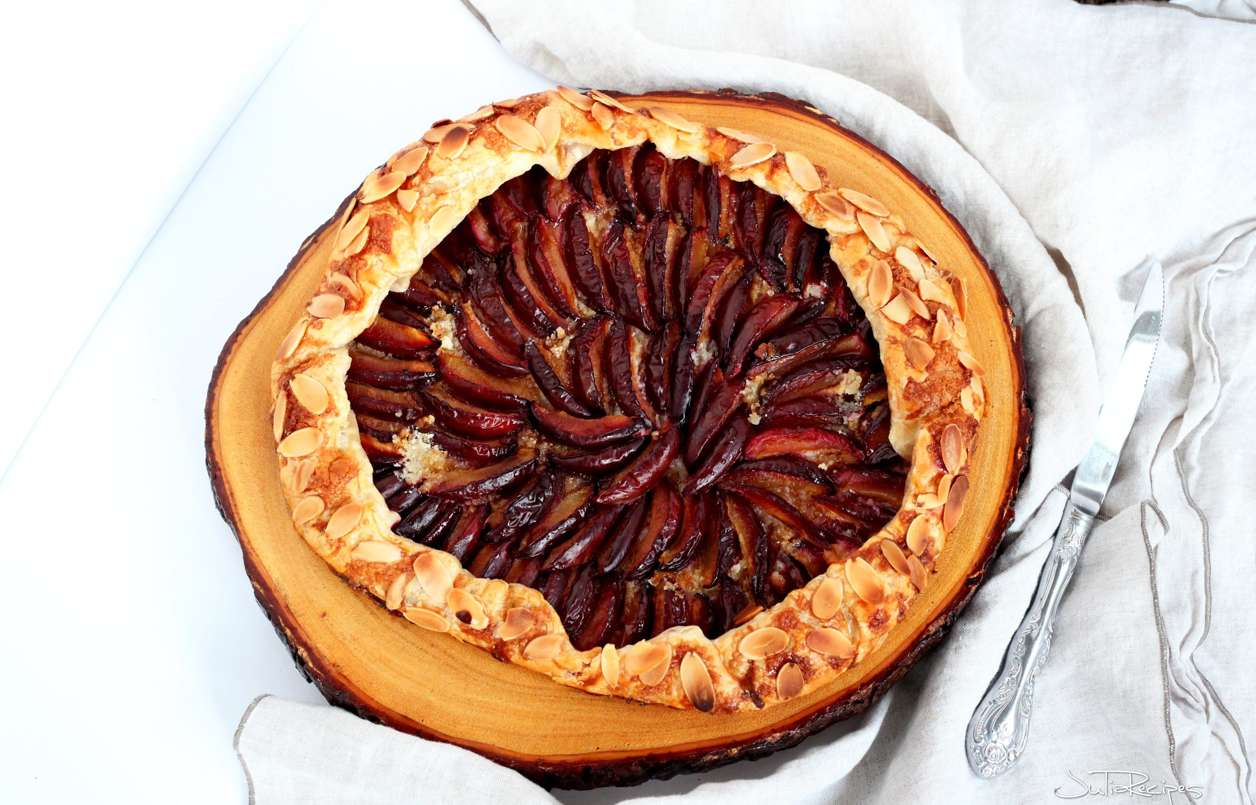 plum puff pastry galette