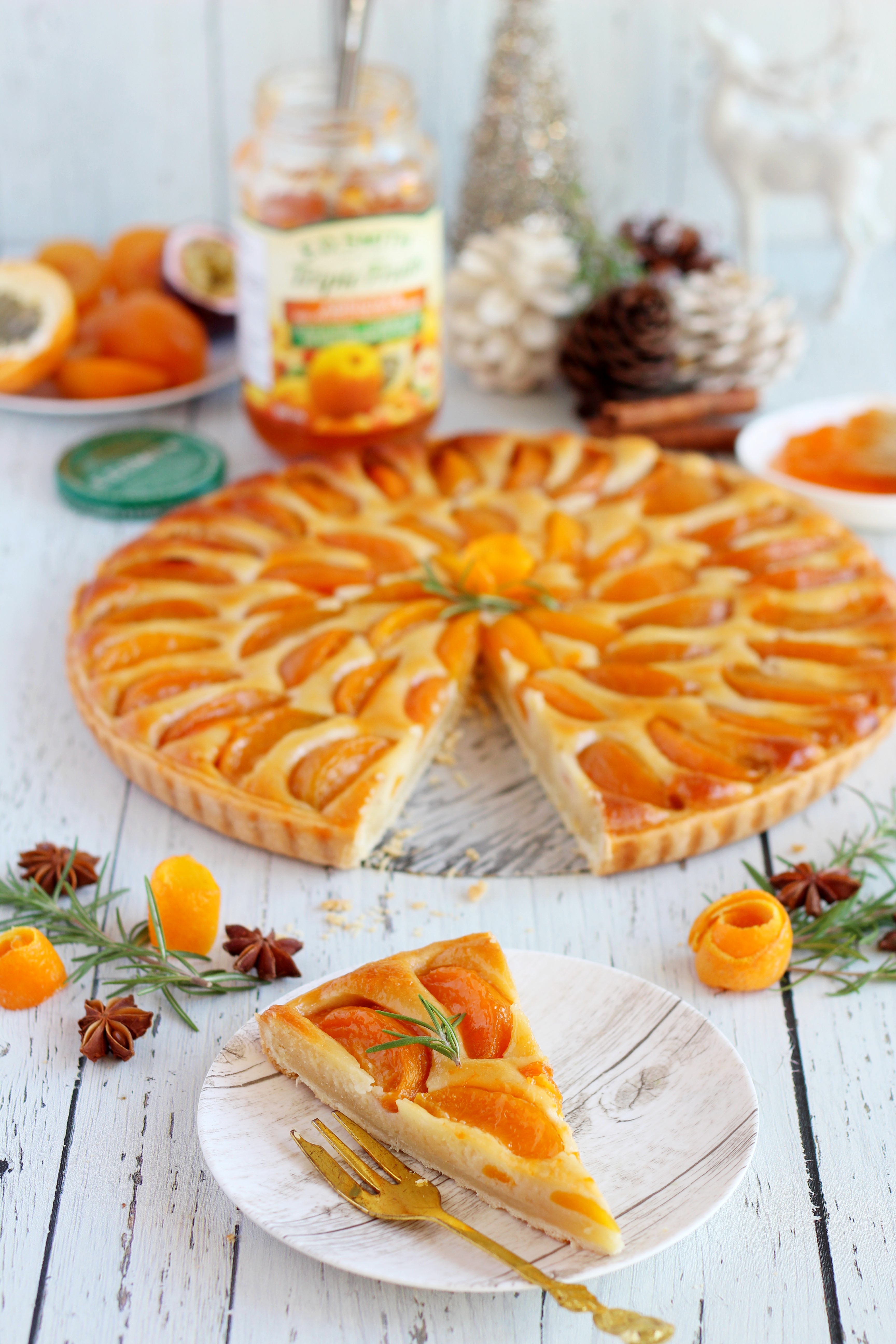 tart with apricots sliced