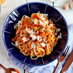 bolognese spaghetti sauce in blue plate