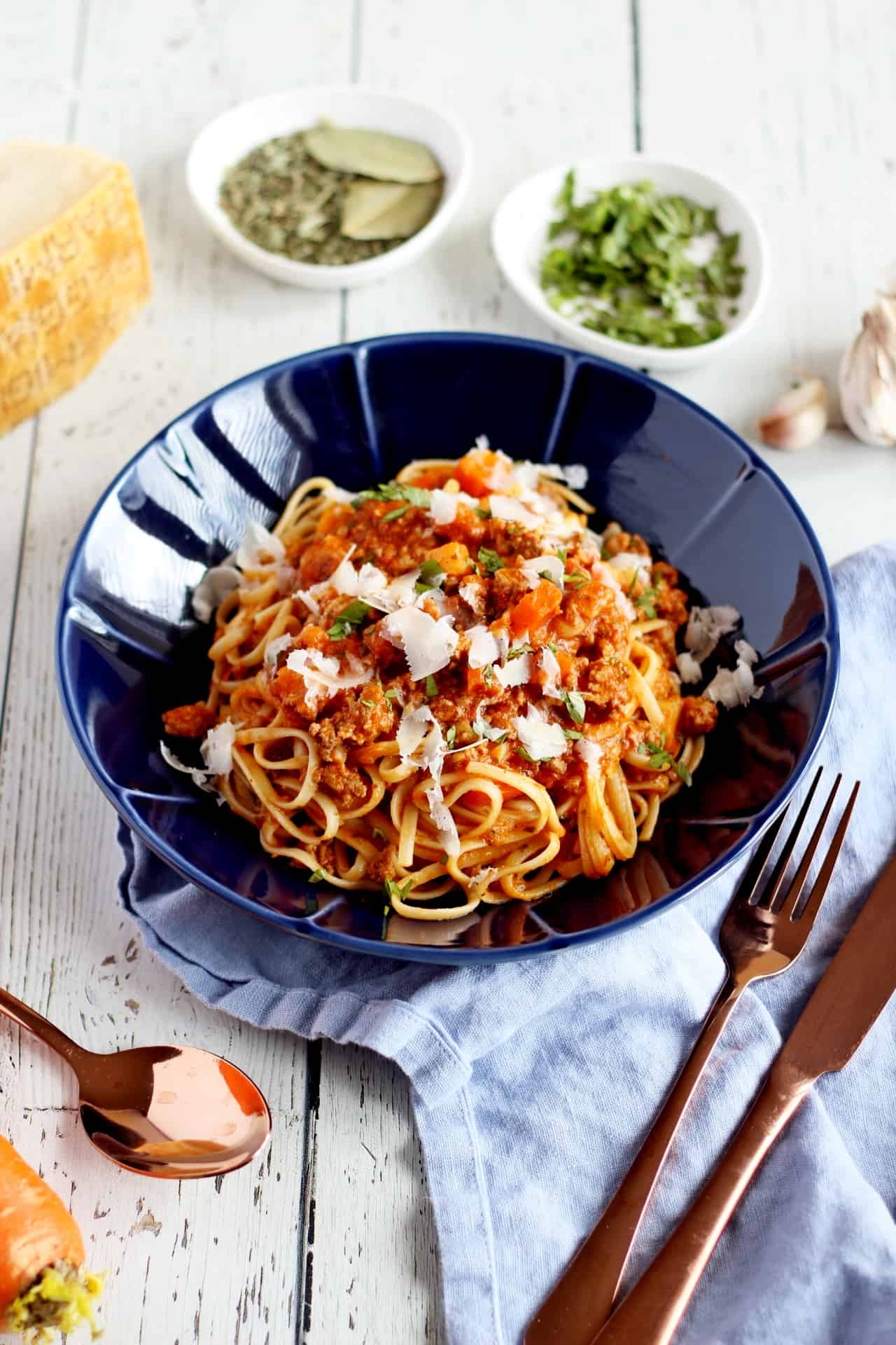 bolognese sauce in blue plate