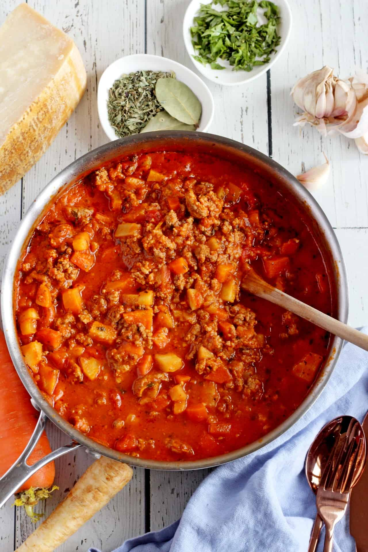 meat sauce in pan