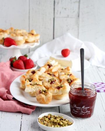 strawberry brie bites