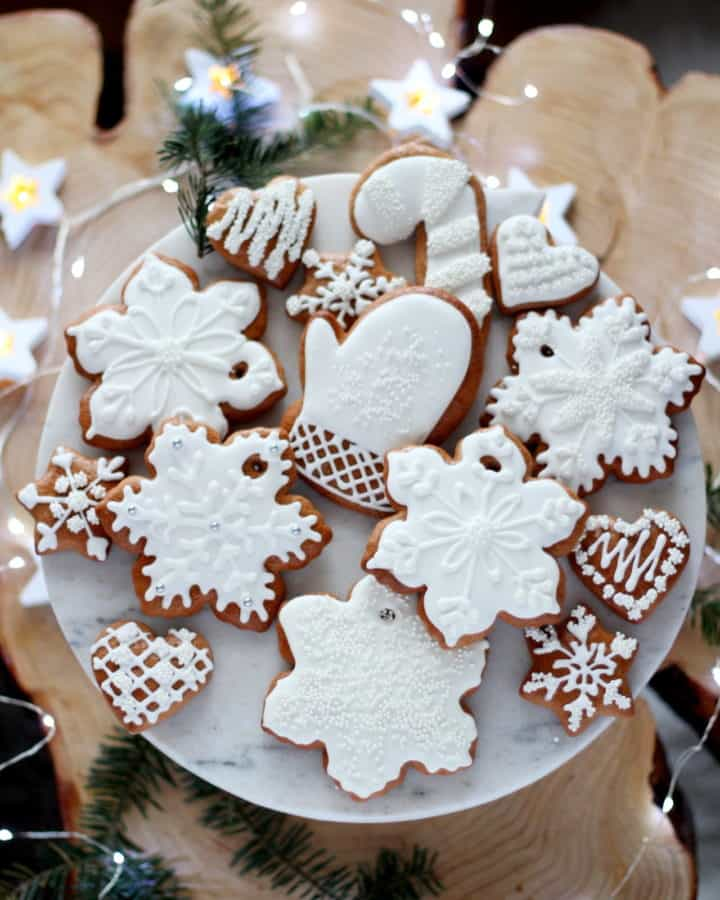 icing decorated cookies